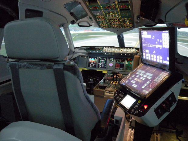 Full_Flight_Simulator_(5997843024)